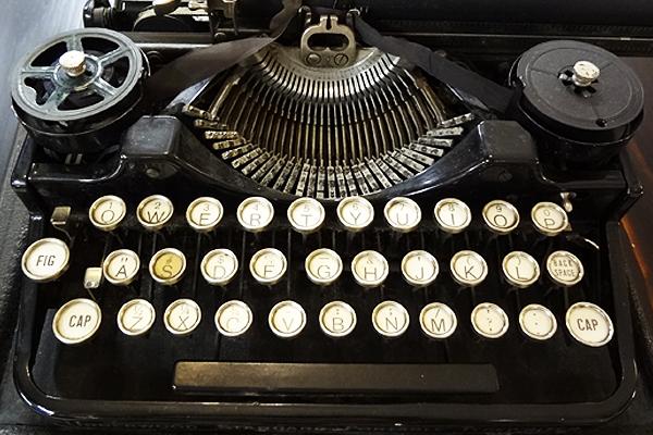600x400--typewriter--social